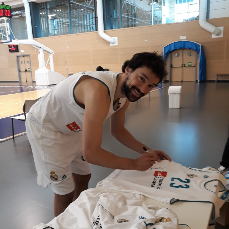 Issued/Worn Real Madrid Jersey Signed by Llull, 2017/18 Turkish Airlines EuroLeague