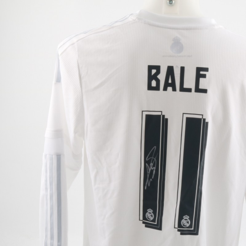 37e165743 An Official Replica Real Madrid Shirt Signed by Gareth Bale