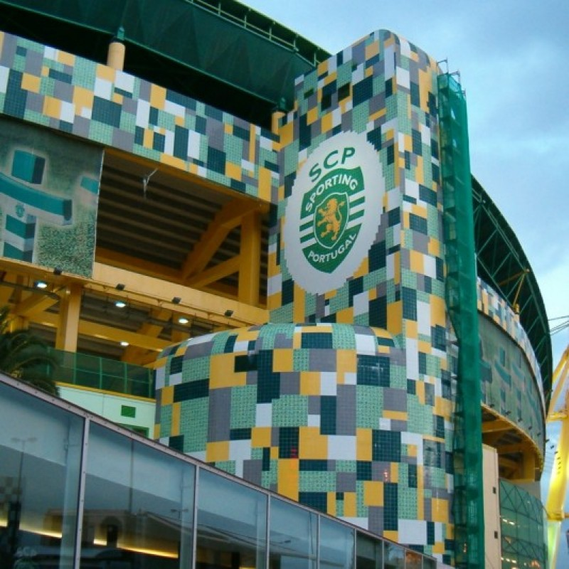 2 Tickets to attend SCP Sporting CP-Madeira behind the benches, 24/04/16