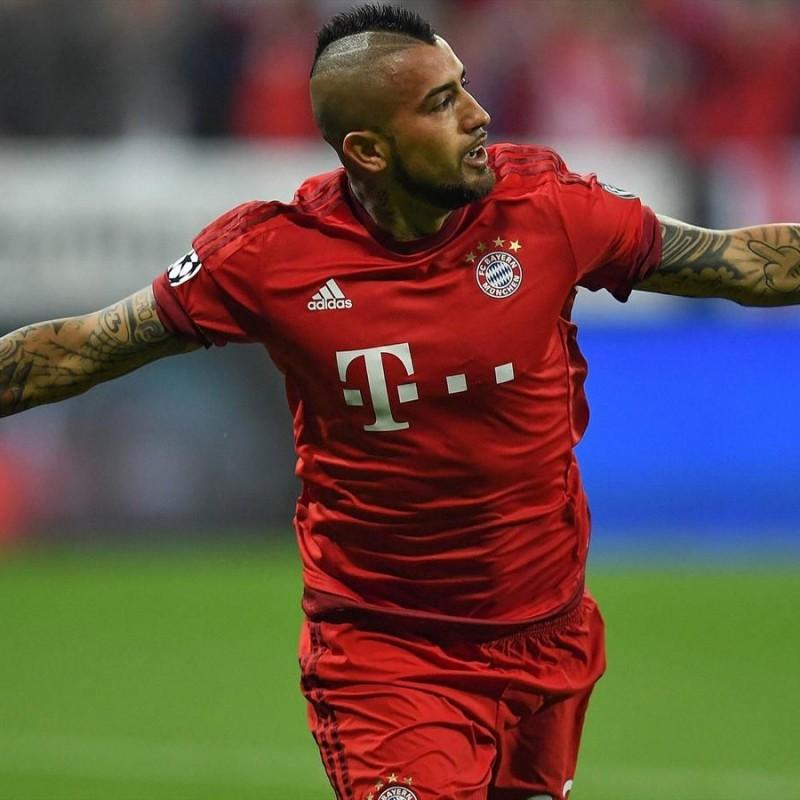 Vidal's Official Bayern Munich Signed Shirt, 2015/16