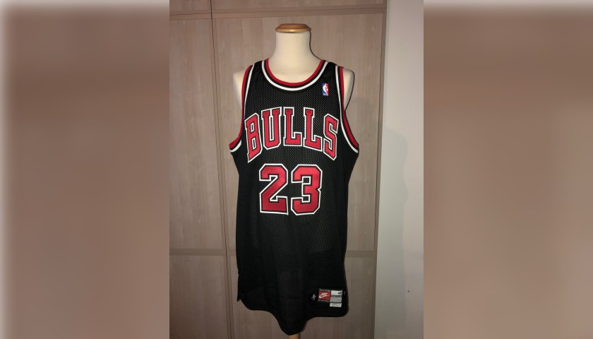 cheap for discount e85a9 8975a Chicago Bulls Jersey Issued to Michael Jordan - CharityStars