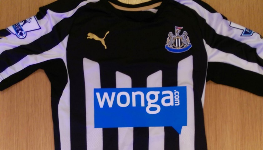 Abeid's match worn Newcastle United shirt from the 2014/2015 Premier League season