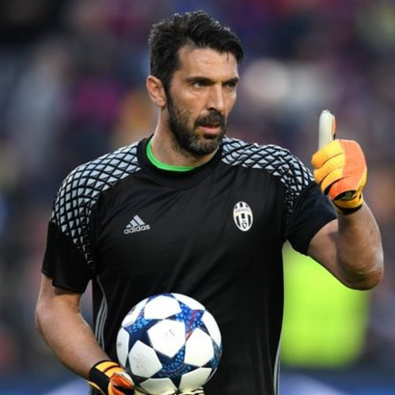 Buffon's Juventus Training Shirt, 2016/17