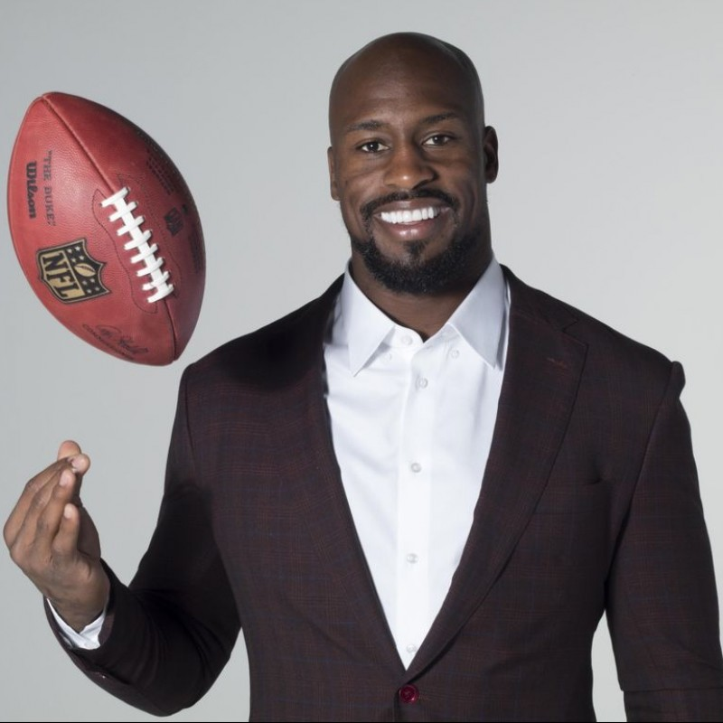 Virtual Workout with Vernon Davis + Signed Game Worn Cleats