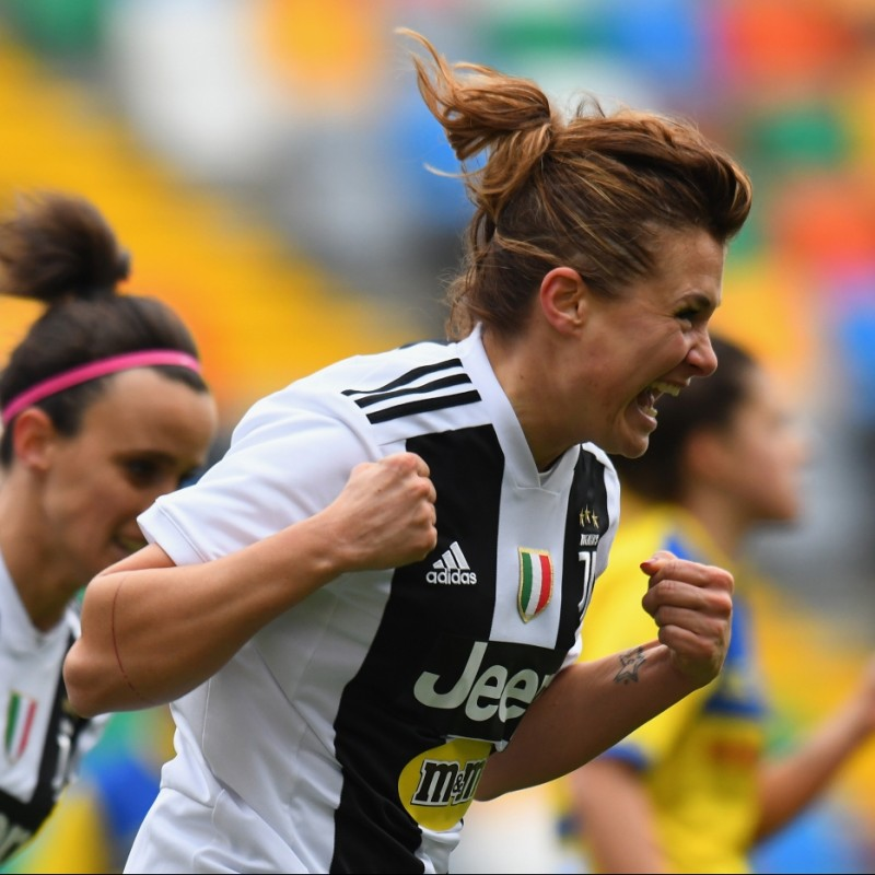 Girelli's Juventus Match-Issue Signed Shirt, 2018/19
