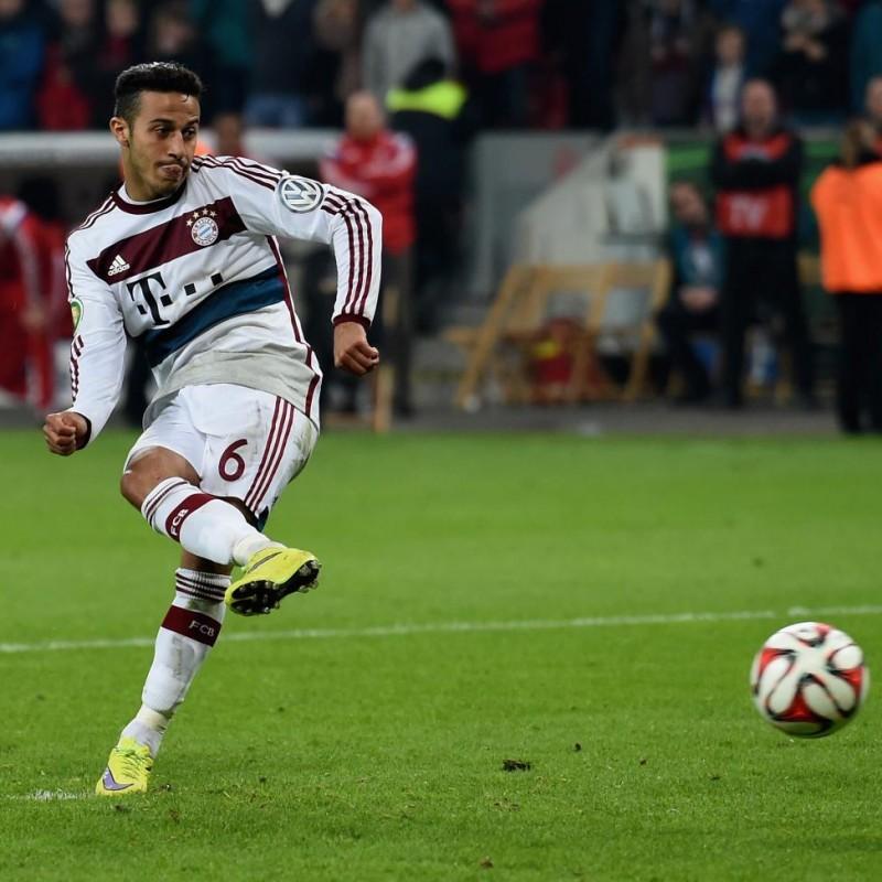 Thiago's Official Bayern Munich Signed Shirt, 2014/15
