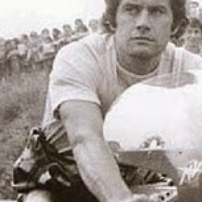 The Legend Giacomo Agostini gives you the signed MV Agusta F4 tank