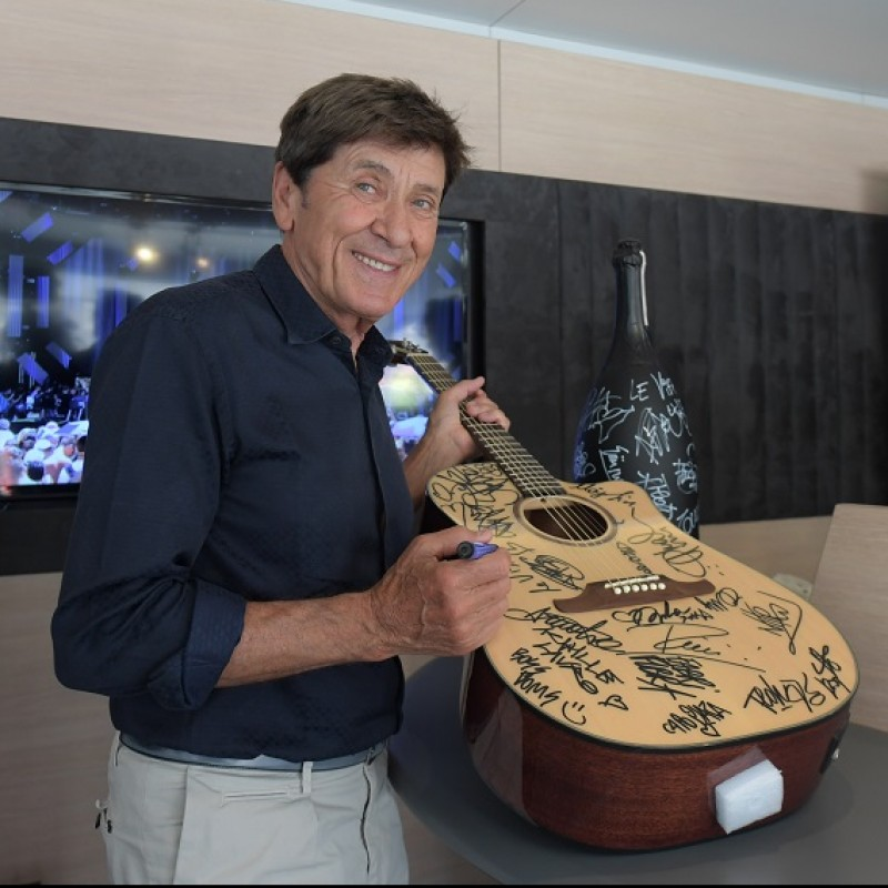 Guitar Signed by Radio Italia Live - The Concert Artists