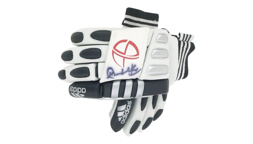 Sachin Tendulkar Signed India Cricket Gloves