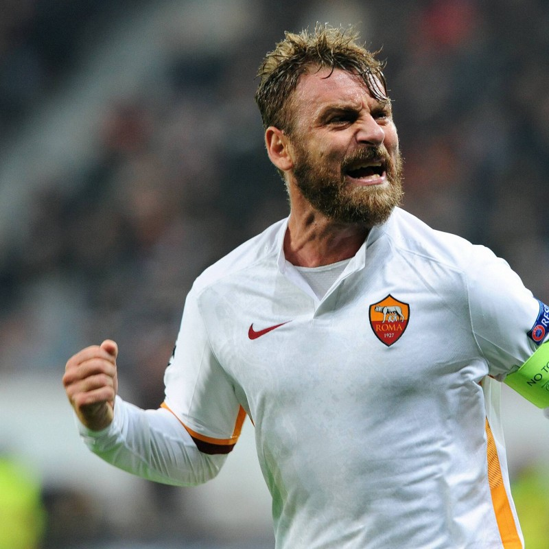 De Rossi Roma Issued shirt, Season 2015/16 - Signed