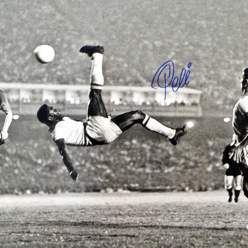 Pelé Hand Signed Photograph