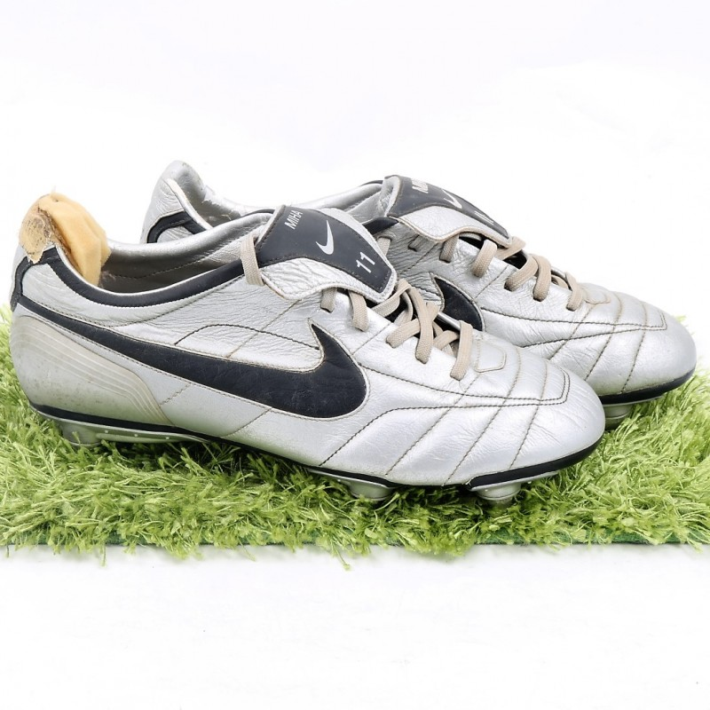 Mihajlovic's Match-Worn Nike Cleats, Serie A 2004/05