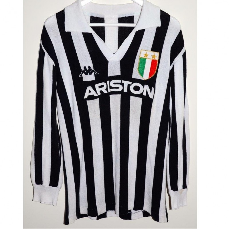 Matchworn Platini Juventus shirt, worn in the season 1984/1985
