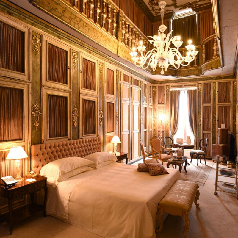 Overnight Stay in the Library Suite and Experience on the Discovery of Galileo