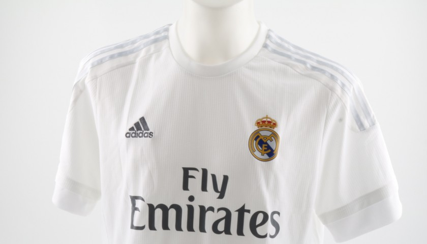 sale retailer 4d50a 299ac Official Replica Real Madrid Shirt 15/16 Signed by Cristiano Ronaldo -  CharityStars