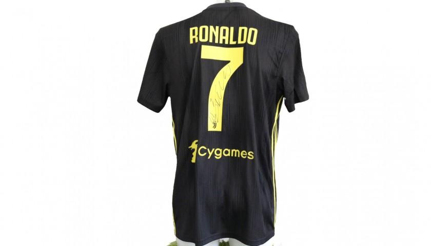 various colors 61c51 2b056 Ronaldo's Official Juventus 2018/19 Signed Shirt - CharityStars