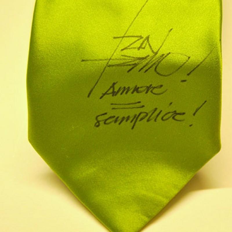 Corbata de Tiziano Ferro con su firma