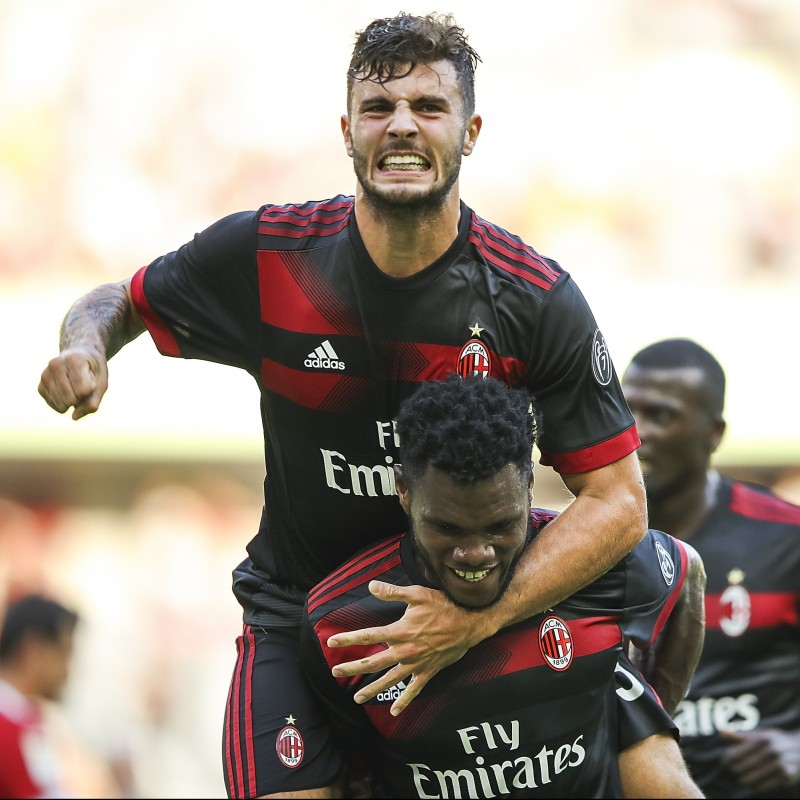 Official 2017/18 Milan Shirt Signed by Cutrone