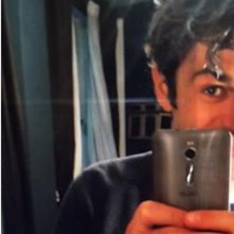 Luca Argentero's Smartphone