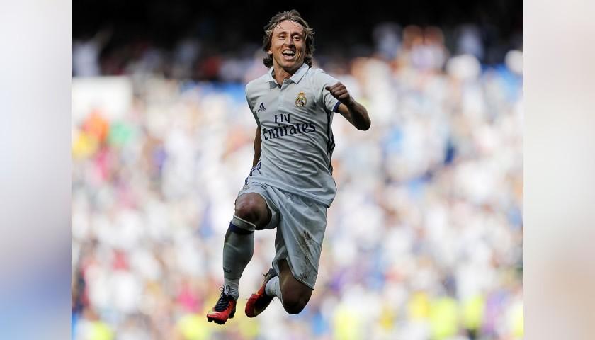 Modric's Real Madrid Match-Issue Shirt, Liga 2016/17 - CharityStars