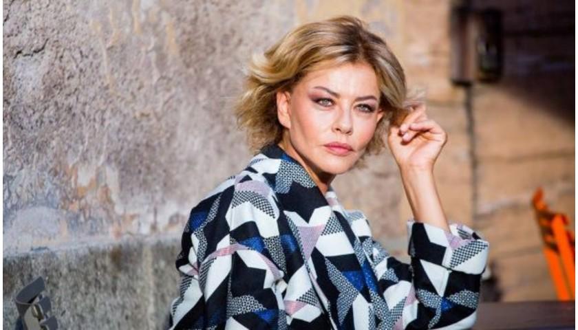 """Trolley di Eva Grimaldi dal programma """"L'Isola dei famosi"""" 2017"""