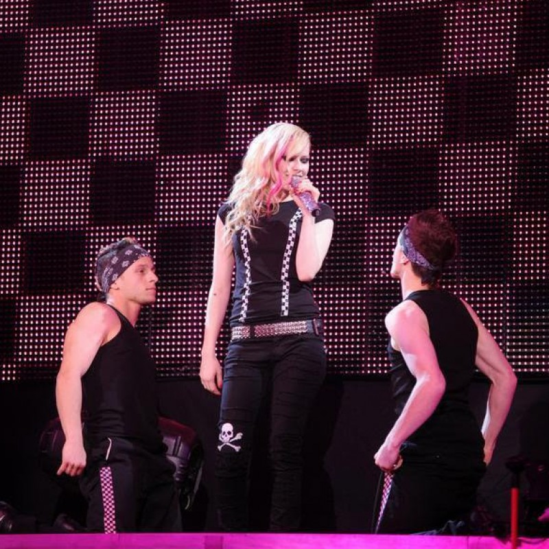 Avril's Dancer Outfit: Male Dancer
