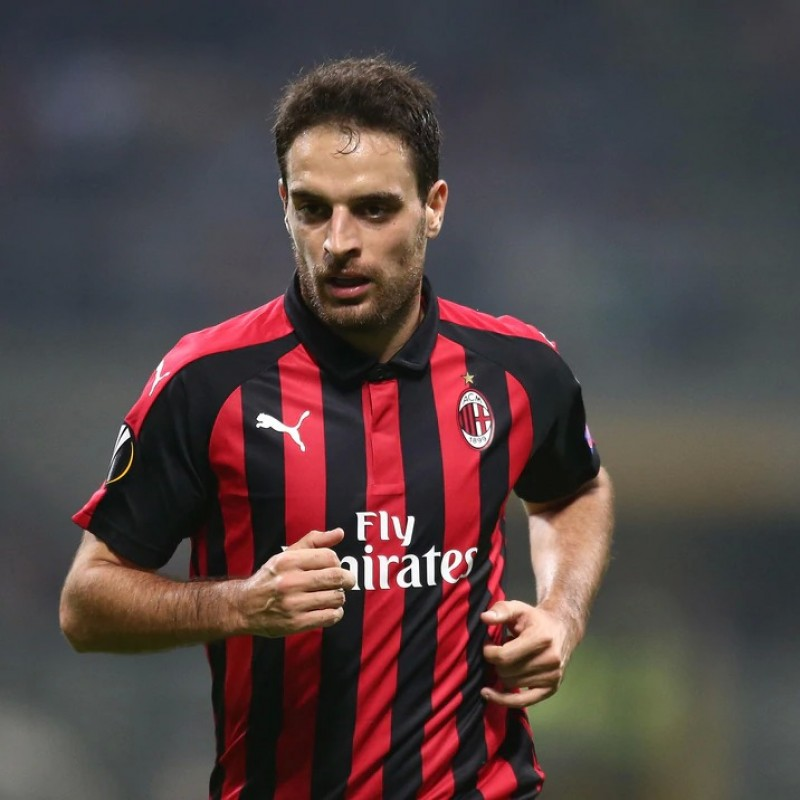Be Guest of Honor at AC Milan's Training Center alongside Giacomo Bonaventura