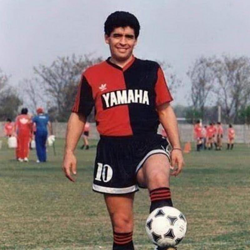 Newell's Old Boys Retro Shirt - Signed by Maradona