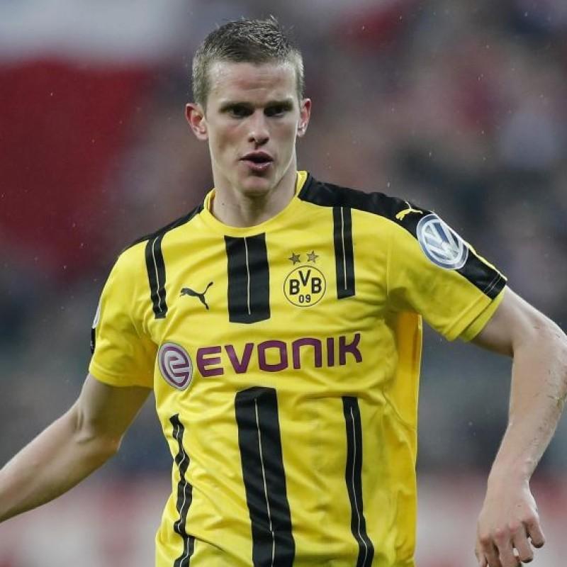 Official Borussia Dortmund 2016/17 Shirt, Signed by Sven Bender