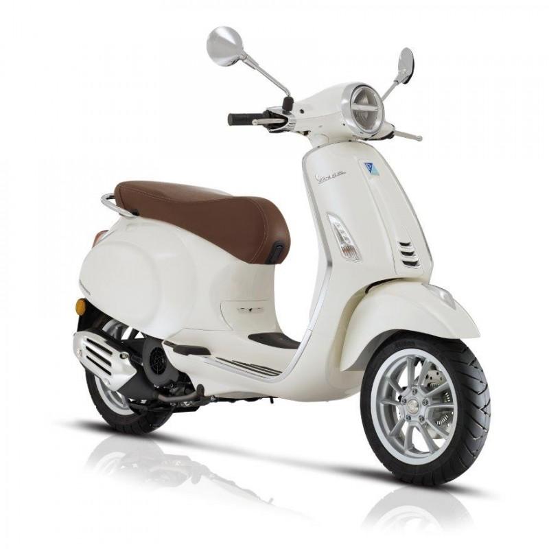 White Vespa Piaggio Primavera 125