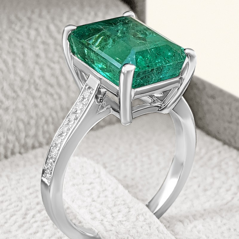 Natural Emerald And Diamond Ring - 18K White Gold