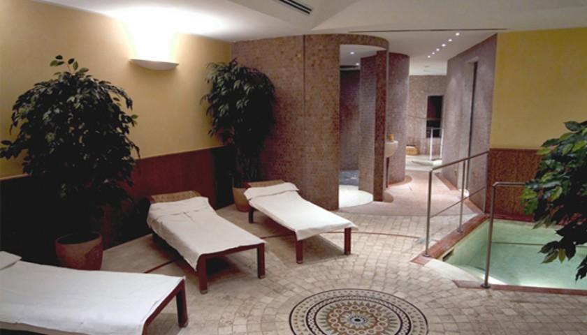 Soggiorno luxury per due persone al grand hotel delle for Soggiorno terme