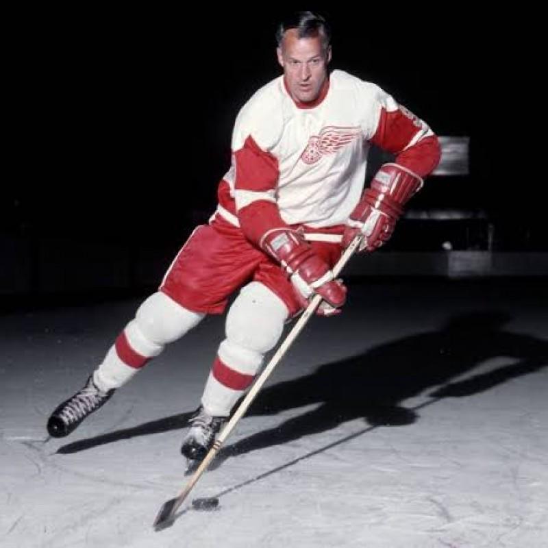 Gordie Howe Signed Red Wings Jersey