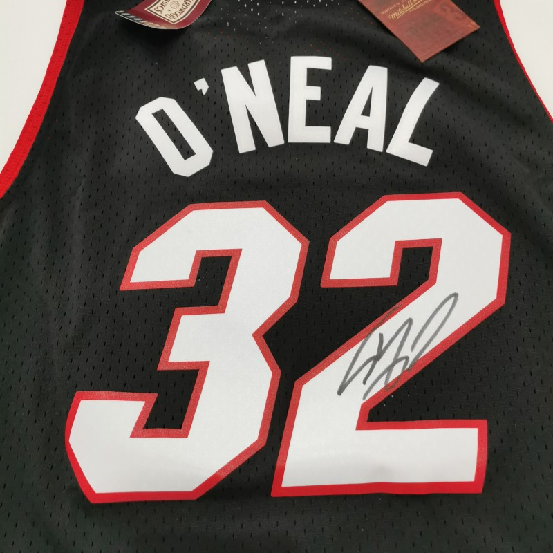 Miami Heat NBA Shirt Signed by Shaquille O'Neal