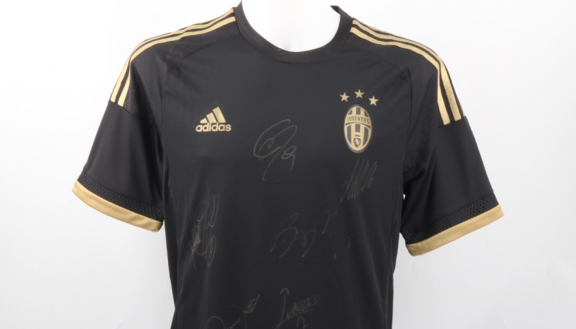 Juventus Training Shirt, season 2015/16 - Signed by the Players ...