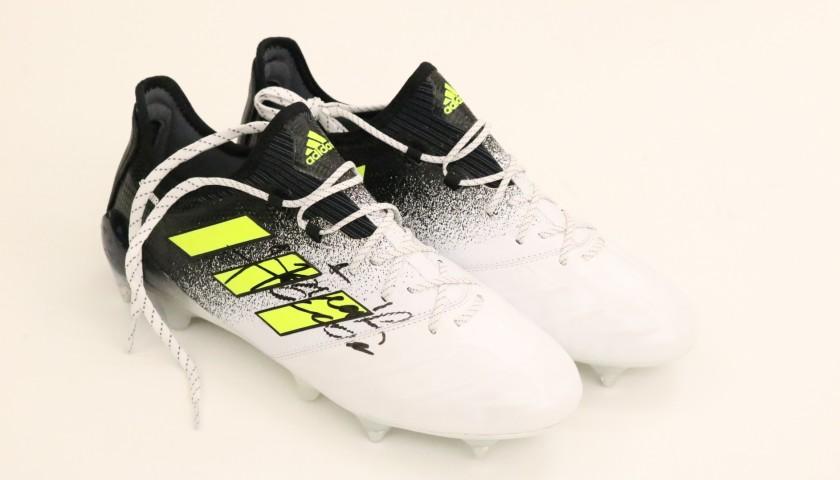 Scarpe Adidas Handanovic, preparate e autografate 201819