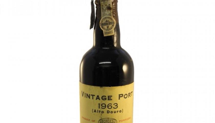 Bottle of Borges Vintage Port, 1963 (Alto Douro)