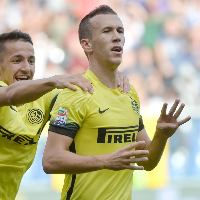 Perisic's Official Inter Signed Shirt, 2015/16