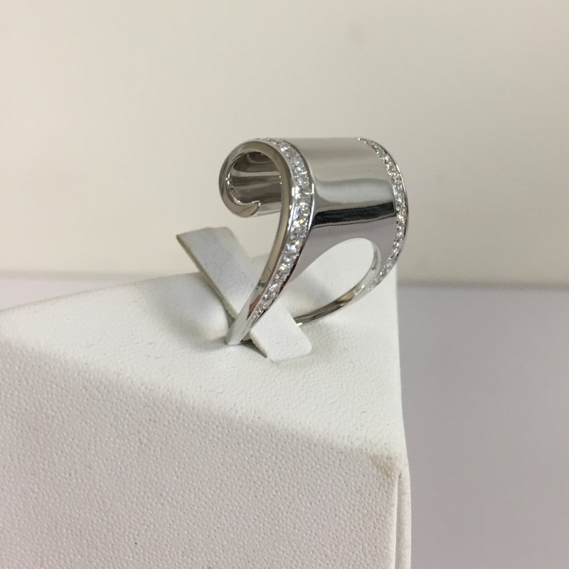 """Onda"" ring - SCAVIA JEWELS Value 5130,00 Euro"