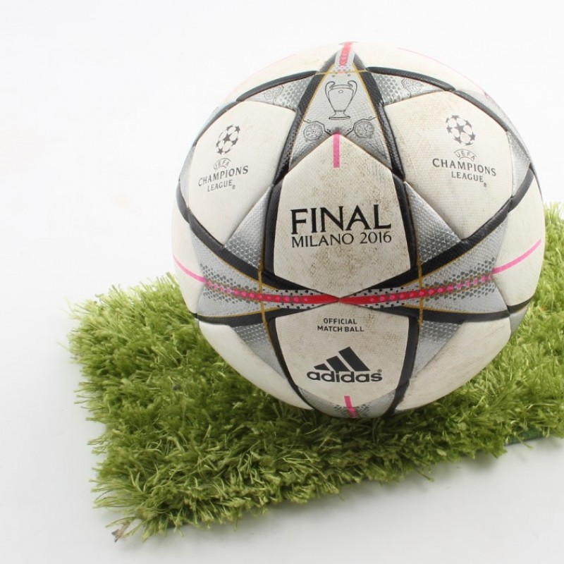 Champions League Final Milan ball used in official match 2015/16