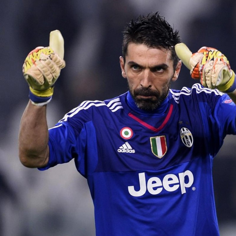 Buffon Juventus gloves, issued for 2015/2016 season