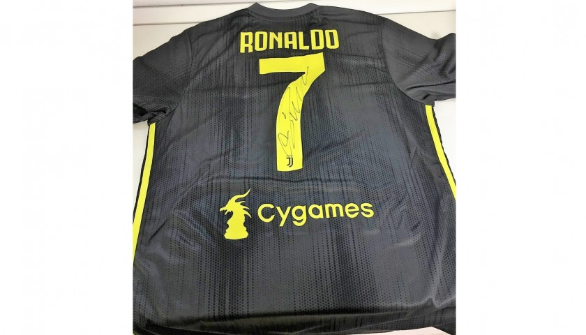 save off b41fa d4ea3 Ronaldo's Official Juventus Signed Shirt, 2018/19 - CharityStars