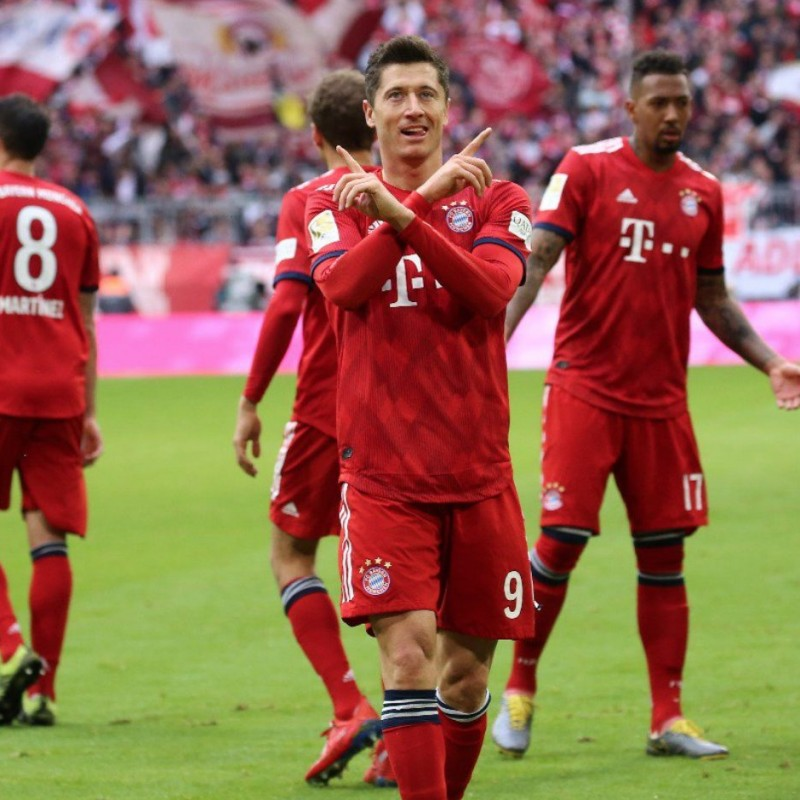 Lewandowski's Official Bayern Munich Signed Shirt, 2018/19