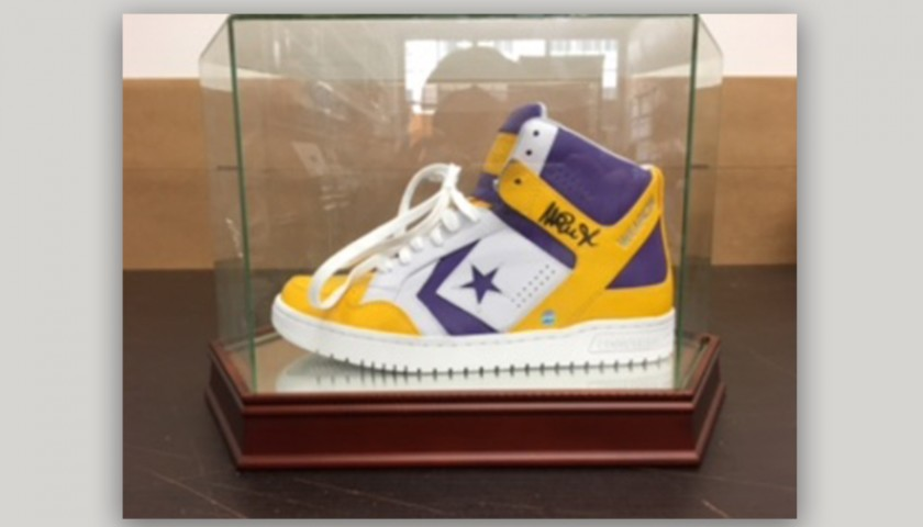9176211af632 Throwback Converse Sneaker Hand-Signed by Magic Johnson ...