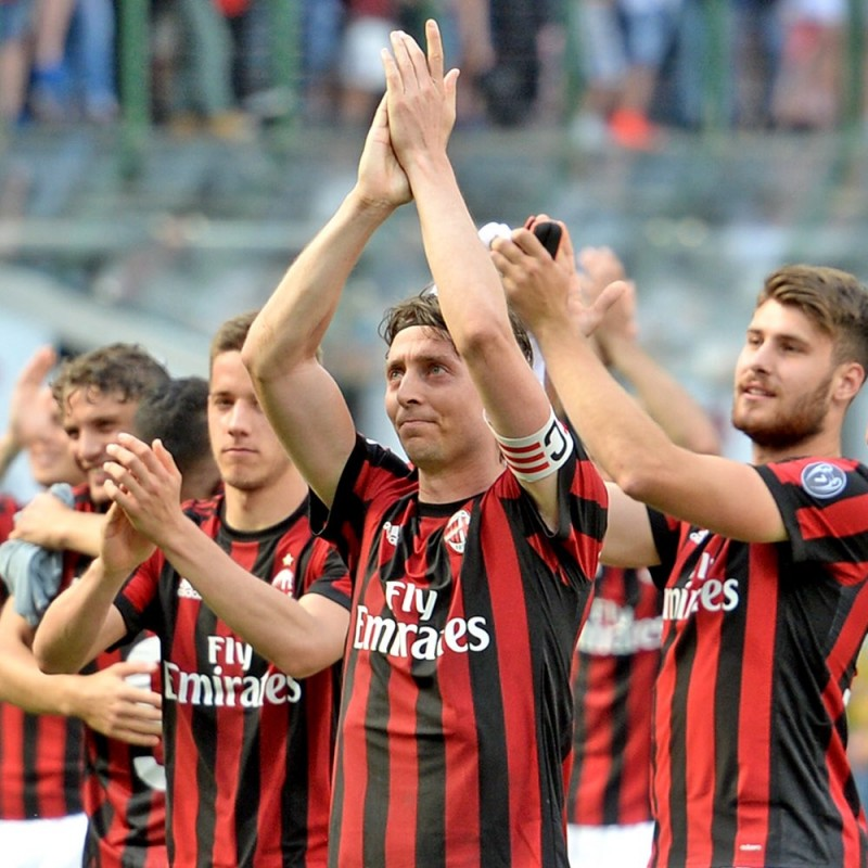 Official Montolivo 2017/18 Shirt, Signed by the Team