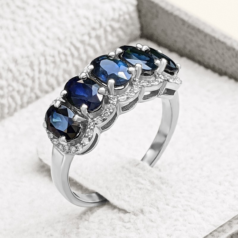 Magnificent Natural Blue Sapphire and Diamonds Ring set in White Gold 14K