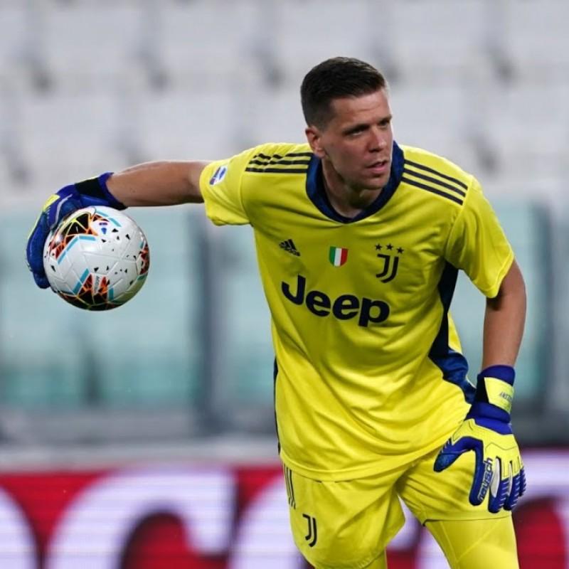 Ulhsport Goalkeeper's Gloves - Signed by Szczesny