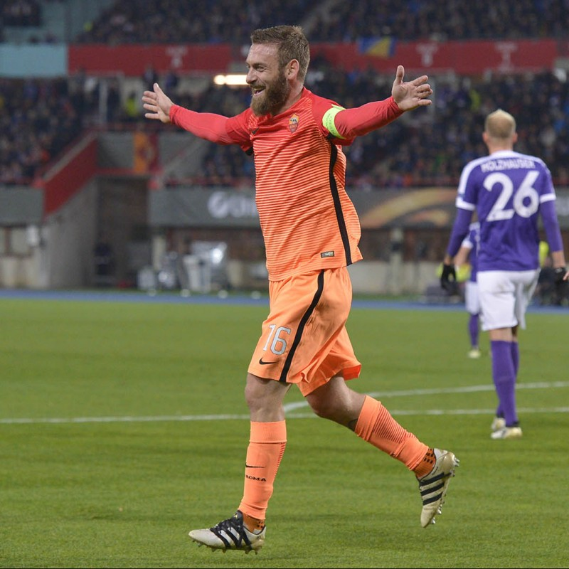 De Rossi's Roma Match-Issue Signed Shirt, 2016/17