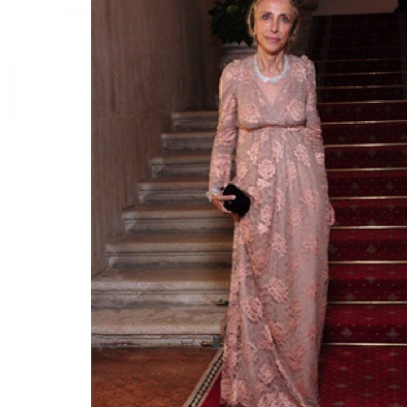 Long dress made of old-rose lace by Dolce&Gabbana worn by Franca Sozzani