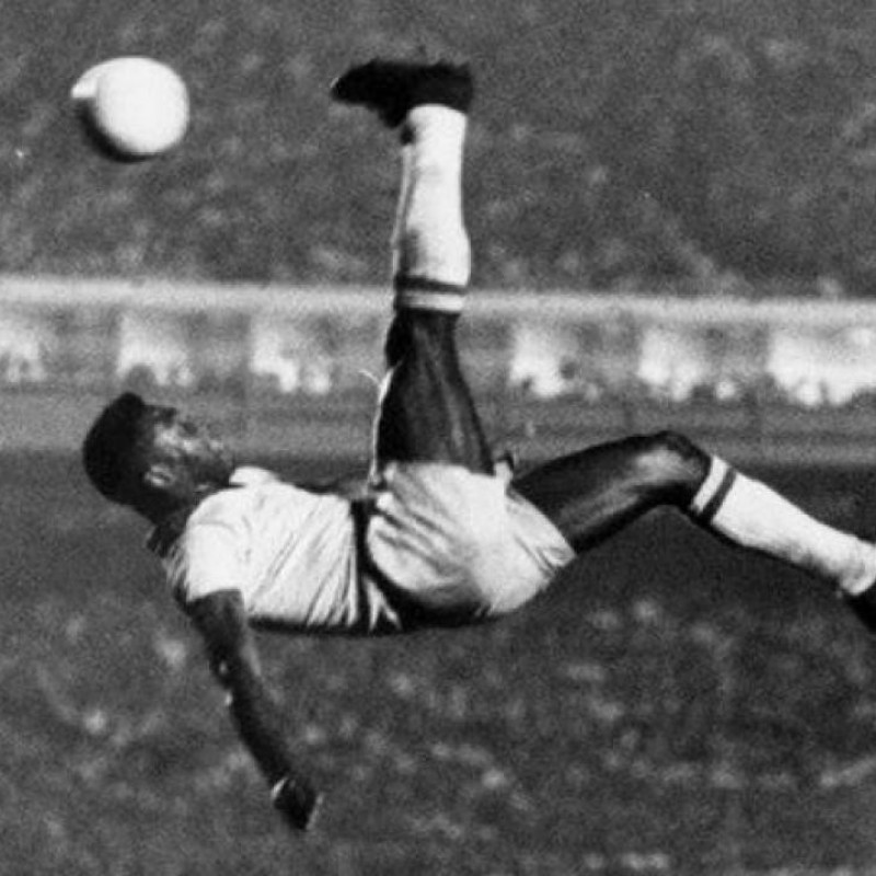 Pelé Signed and Framed Replica Shirt